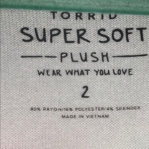 torrid Tops - Torrid Super Soft  Long Sleeve Tee Size 2 (18/20)